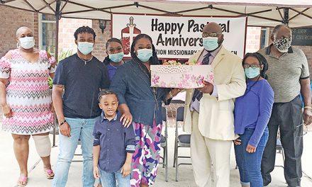 Congregation celebrates pastor's anniversary